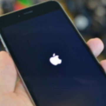 iPhone bloccato con logo mela (Apple) fisso